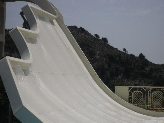 Sun Palace Hotel: best water park slide,that drop is scary
