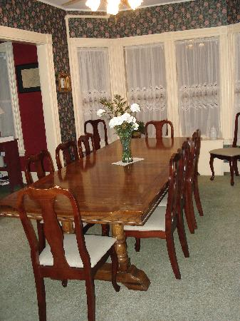Samuel O'Reilly House: Main dining room.  There is also a tea room for breakfast as well.