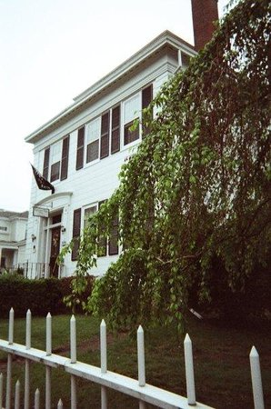 Historic Hill Inn: Exterior of the Inn