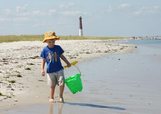 Barnegat Light, Нью-Джерси: Barengat Light is an icon of the Jersey Shore.  It was recently relit after 8 decades of darknes