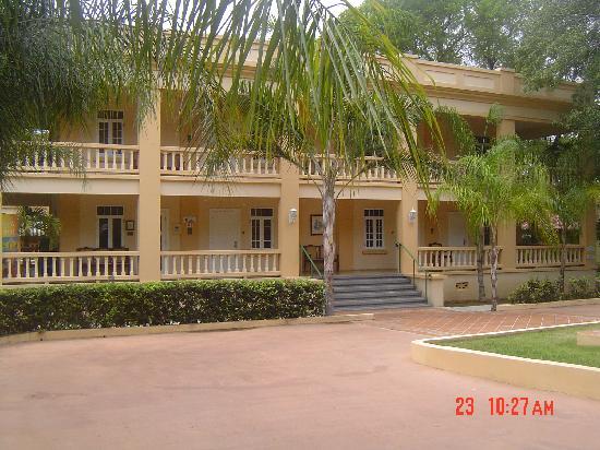 Hotel Parador Guanica 1929: FRENTE AL PARADOR