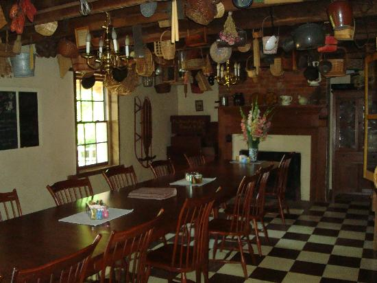 The Inn at the Crossroads: The dining room where breakfast is served