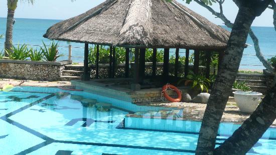 Hotel Santika Premiere Beach Resort Bali: Private suite area pool