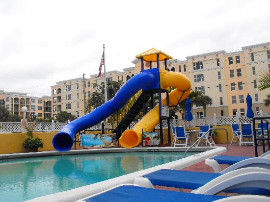 Comfort Inn Oceanside: Heated pool - fun slides!