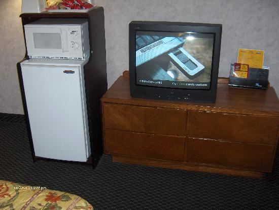 Days Inn Absecon-Atlantic City : TV/micro and fridge. They were all fine