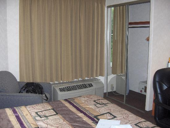 Sleep Inn & Suites Emmitsburg: welcoming view of room