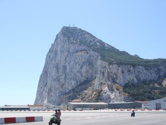 Xing Gibraltar airport runway