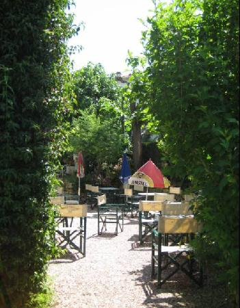 Hotel Emeraude : Beautiful Breakfast Garden