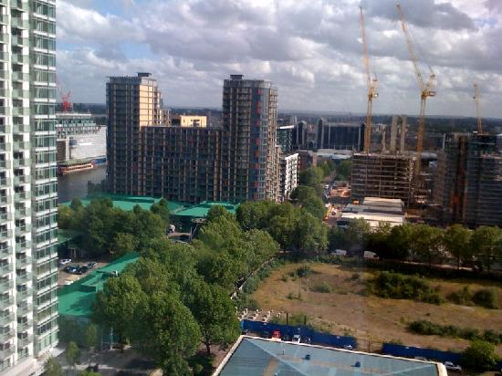 view from 13th floor picture of hilton london canary. Black Bedroom Furniture Sets. Home Design Ideas