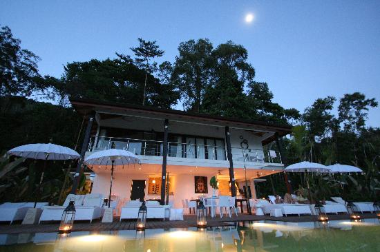 Oxygen Jungle Villas: Moonrise above the rainforrest