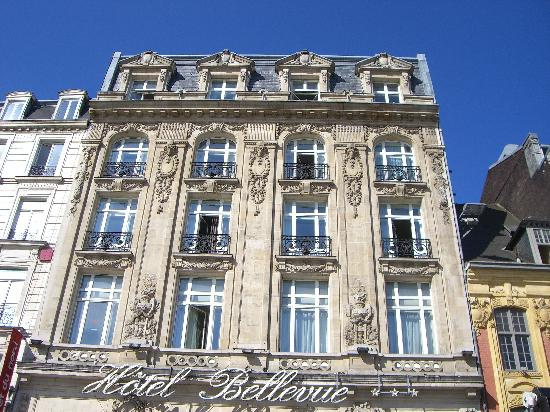 L 39 hotel donne sur cette place picture of grand hotel for Hotels lille