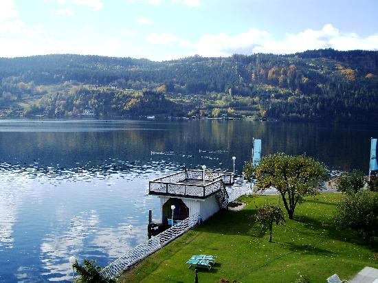 Hotel am See - Die Forelle: Die Forelle lake lounge in October