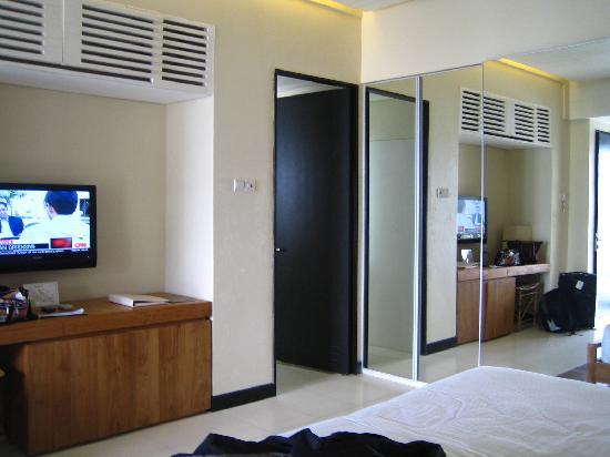 Wall Wardrobe Design With Tv