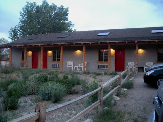Escalante's Grand Staircase Bed & Breakfast Inn: Outside entrance to the rooms