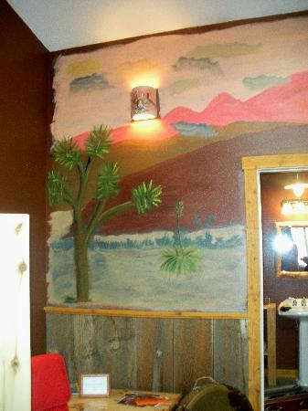 Escalante's Grand Staircase Bed & Breakfast Inn: Wall Mural Left