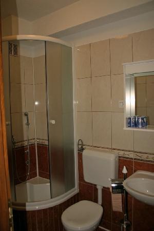 Kod Barba Bozjeg : Bad mit Duschkabine