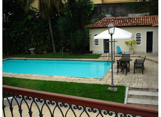 Villa Laurinda: pool and breakfast table