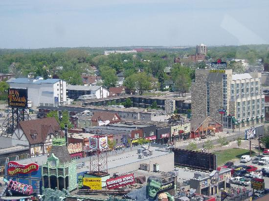 Days Inn Niagara Falls Clifton Hill In The Background From