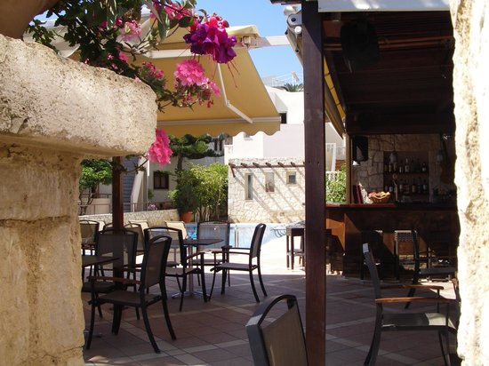 Agia Marina, Greece: Pool and part of poolbar area