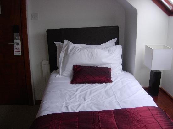 Remont Oxford Hotel: Twin bed part of triple room
