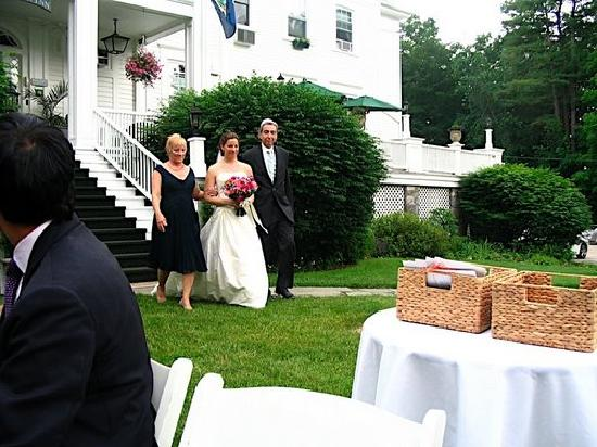 Wake Robin Inn: Walking down the aisle