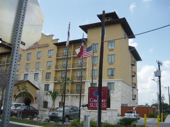 Comfort Suites Alamo/Riverwalk: Front Of Hotel