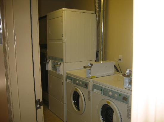 Red Roof Inn Locust Grove: Guest Laundry