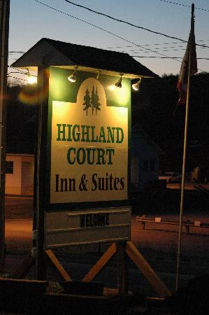 Highland Court Motel: Motel Sign