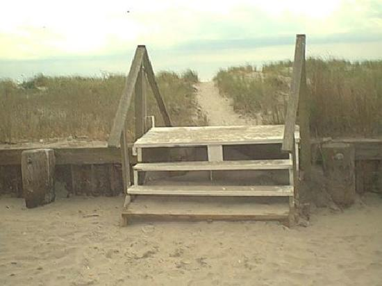 The Sea Gull: Path To Peace, Steps at the Seagull, leading to the Beach