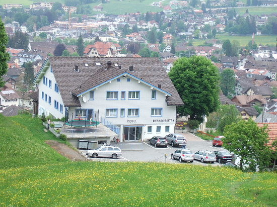 Appenzell, Zwitserland: This pic of our hotel was taken from our walk