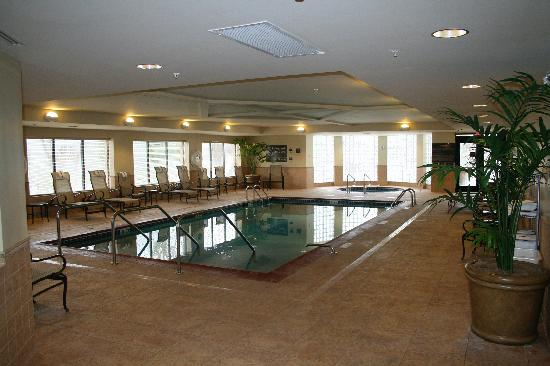 Hampton Inn Bennington : Pool and whirlpool.