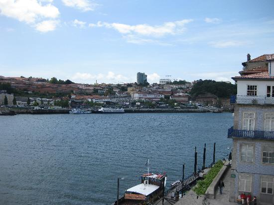 Guest House Douro: View of landing from guest room window