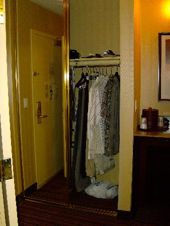 Holiday Inn Express Suites Belmont: Closet holds a week's clothes.