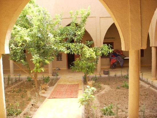 Guest House Merzouga: patio interior