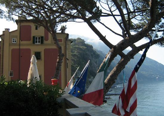 Hotel Casmona: Looking toward the hills