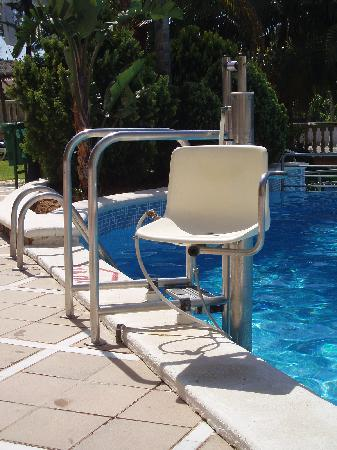 Hotel-Aparthotel Dorada Palace: Pool chair lift