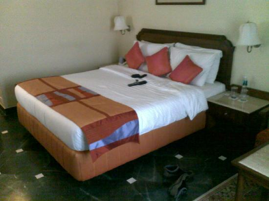 Fortune Hotel Landmark: The nicely put up bed in the room