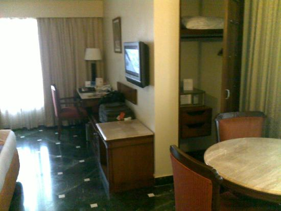 Fortune Hotel Landmark: Decent coffee table and spacious meeting area