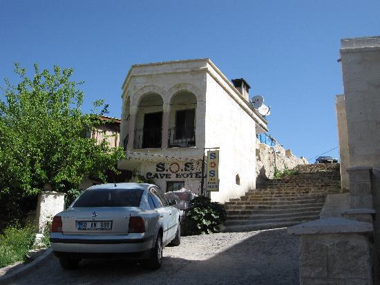 SOS Cave Hotel: Entrance