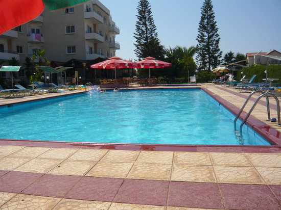 Debbie Xenia Hotel Apartments: Pool by day