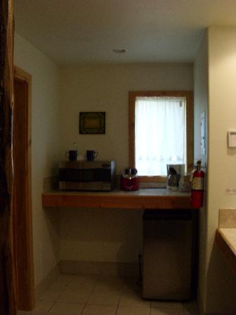 Lindberg Suites: microwave area
