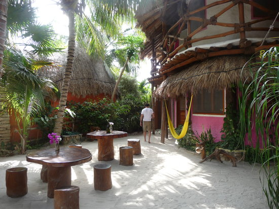 Holbox Hotel Casa las Tortugas - Petit Beach Hotel & Spa : Courtyard outside our room