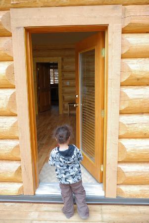 Alpine Meadows Resort: Cabin entrance