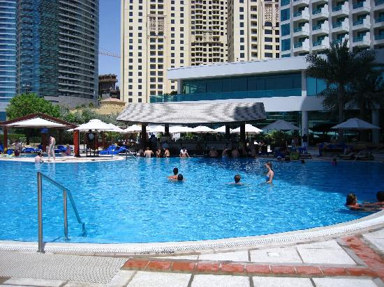 The hotel pool with lovely swim up bar picture of hilton - Jumeirah beach hotel swimming pool ...