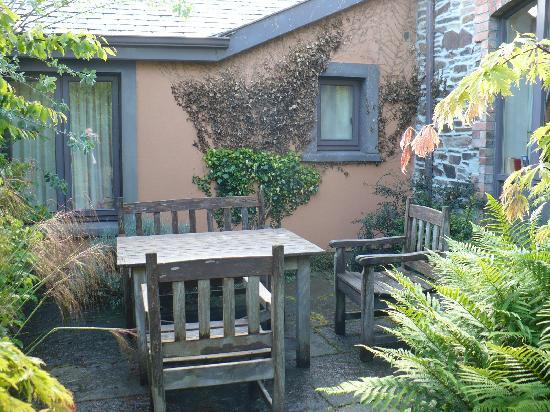 บัลติมอร์, ไอร์แลนด์: Private patio behind the cottage