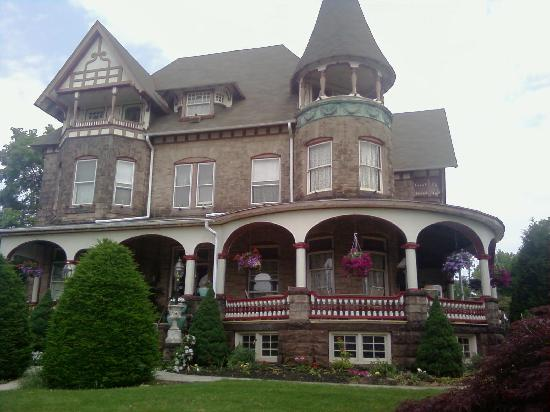 Shearer Elegance Bed and Breakfast: Front view