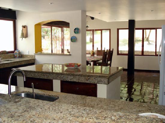 Hacienda Elena: Large kitchen