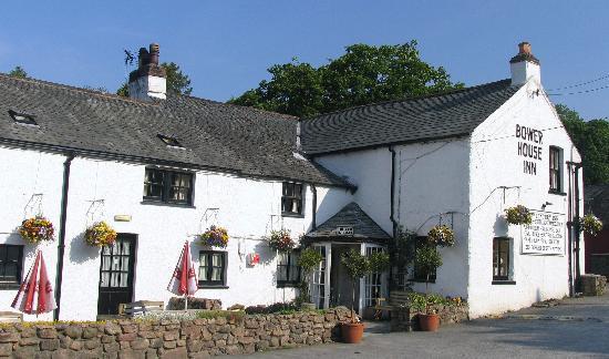 Bower House Inn: Front