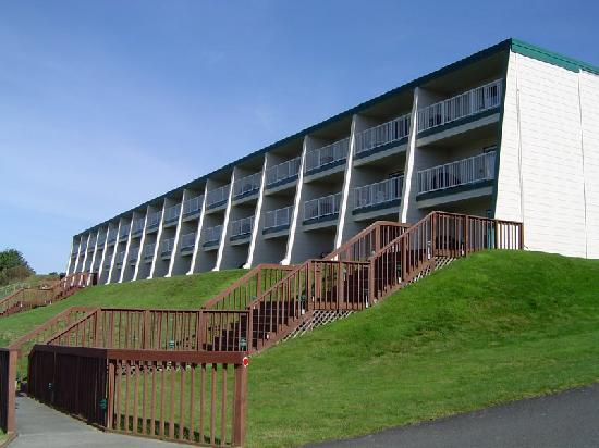 WorldMark Surfside Inn: View of Surfside Inn from the Road below
