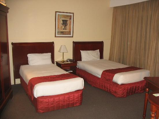 2 twin beds picture of madison tower mill hotel brisbane tripadvisor. Black Bedroom Furniture Sets. Home Design Ideas